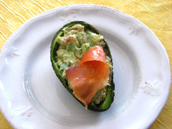 Aguacates rellenos de salmn